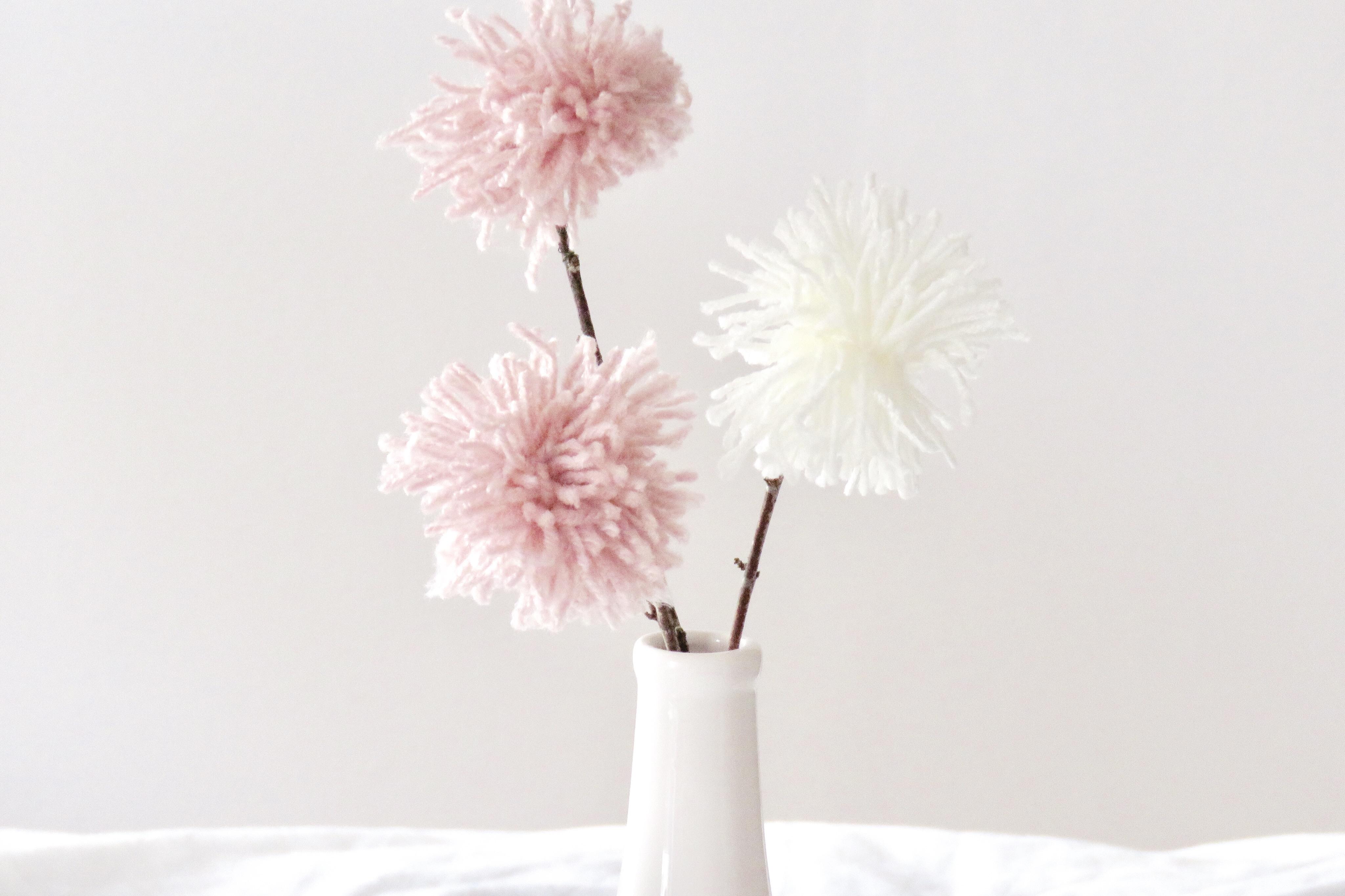 Diy Deko Mit Wolle Pom Pom Blumen Als Tischdekoration